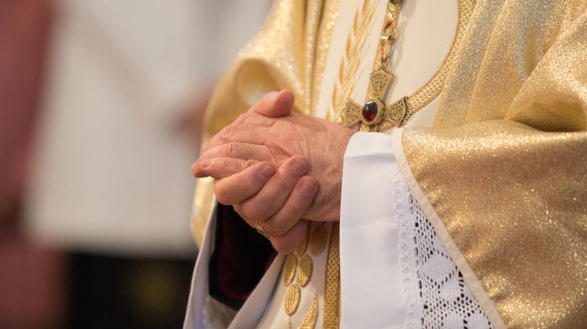 proboszcz pobity podczas mszy