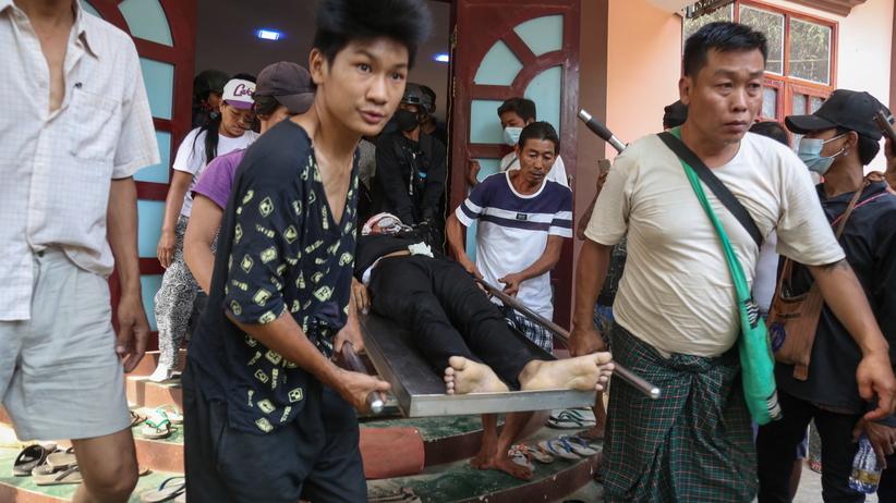 Birma. Służby reżimu zabiły 64 osoby