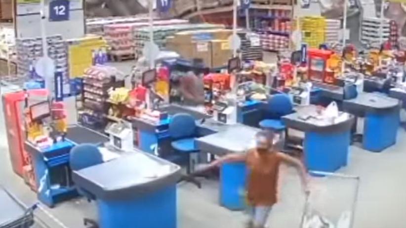 półki zawaliły się na klientów w supermarkecie