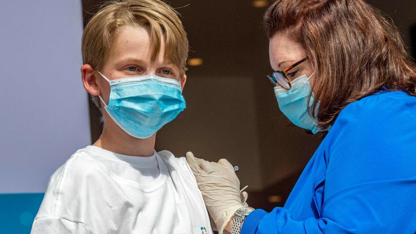 Koronawirus szkodzi nieszczepionym dzieciom