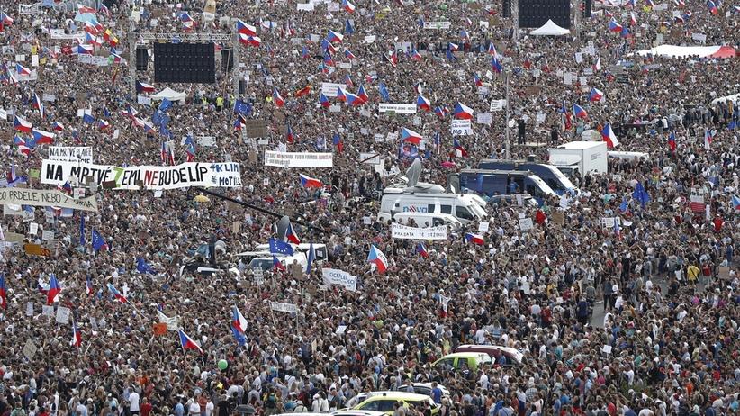 Ćwierć miliona ludzi na ulicach Pragi. Trwają antyrządowe protesty