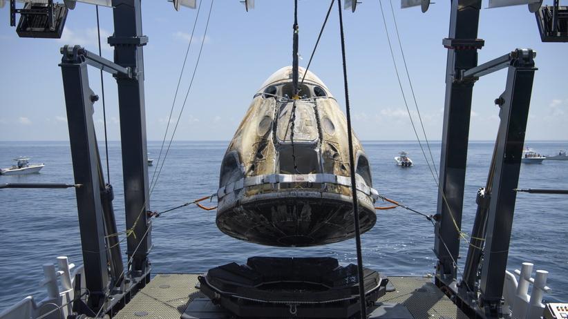 Dragon SpaceX już na Ziemi. Moment wodowania i zdjęcia z wnętrza kapsuły
