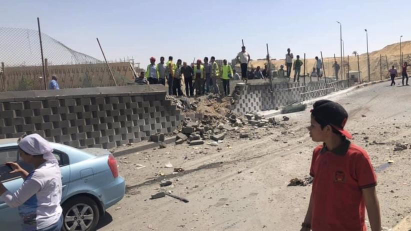 Egipt: Zamach na autokar z turystami. Kilkanaście osób jest rannych