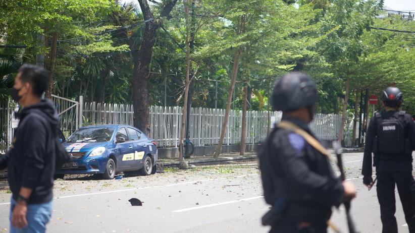 Indonezja eksplozja przed kościołem