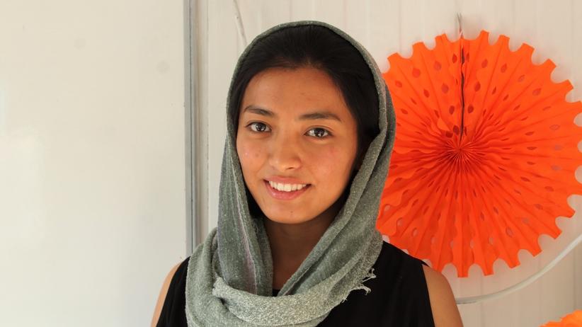 Fereshte, 17-latka z Afganistanu, uczy w Grecji migrantów angielskiego