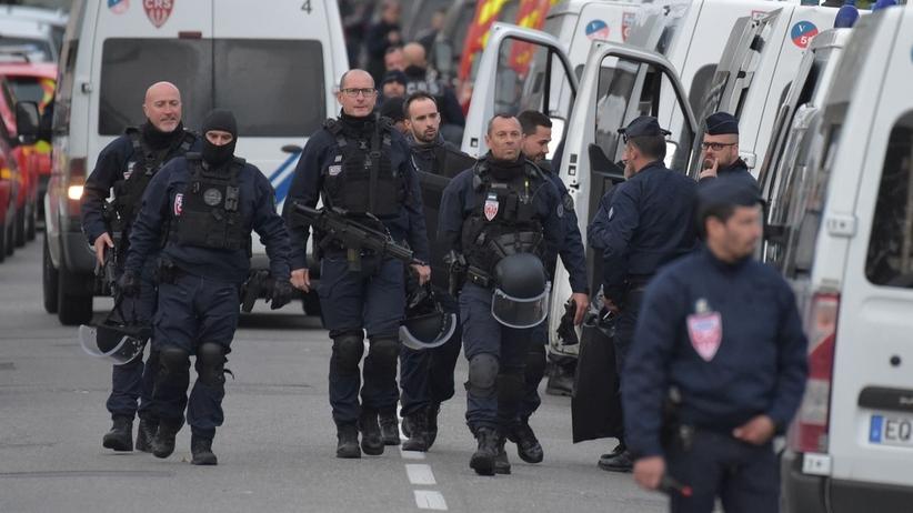 17-latek, który przetrzymywał w sklepie zakładniczki, aresztowany