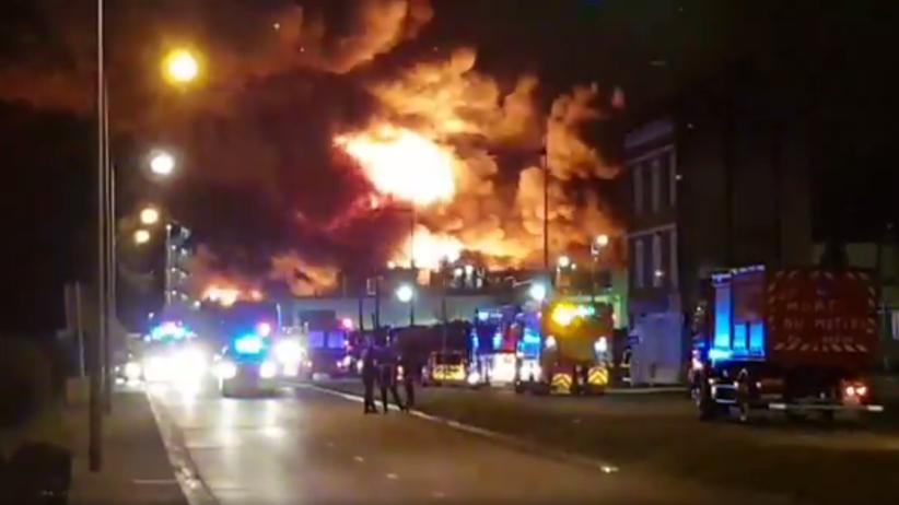 Potężne eksplozje i pożar. Płonie fabryka, zamknięto szkoły i żłobki w okolicy