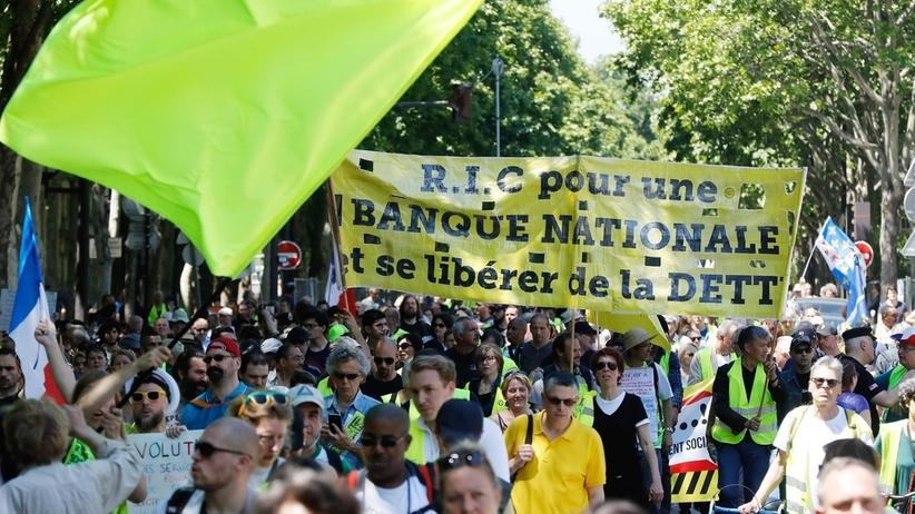 """Kolejne protesty """"Żółtych kamizelek"""" we Francji"""