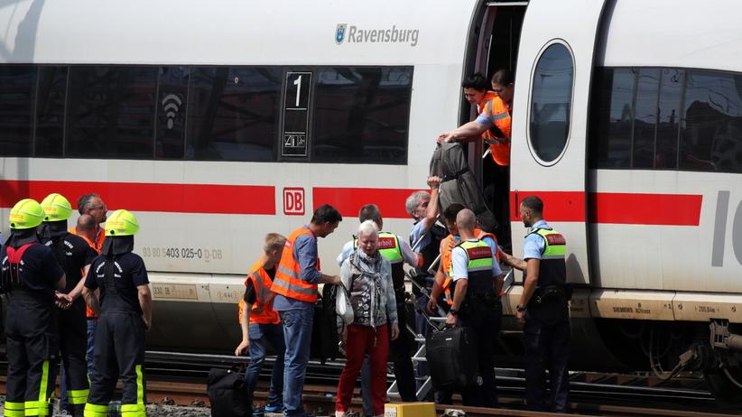 Wepchnął pod pociąg matkę z dzieckiem. Tragedia na dworcu we Frankfurcie