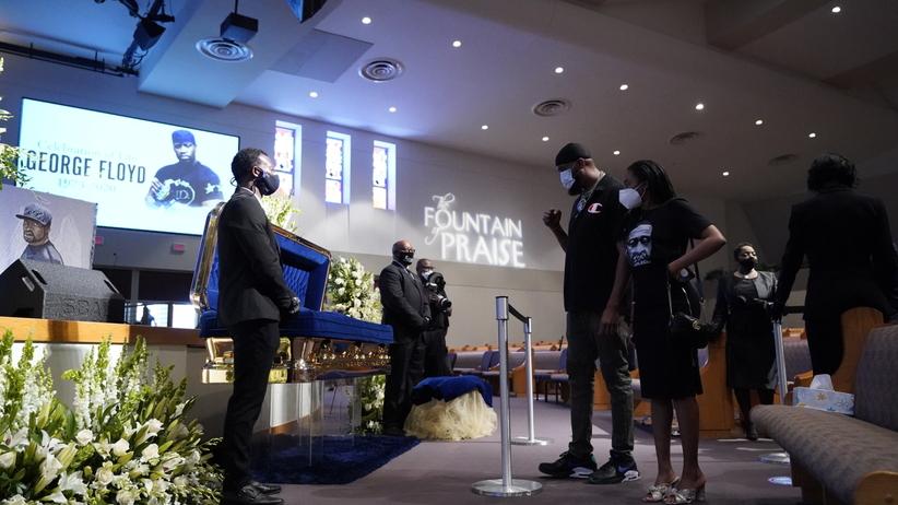 Trumnę z ciałem Floyda wystawiono w w kościele. Tysiące osób chce go pożegnać