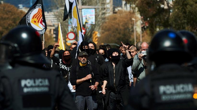 Zamieszki w Barcelonie. Kilkanaście osób zostało rannych