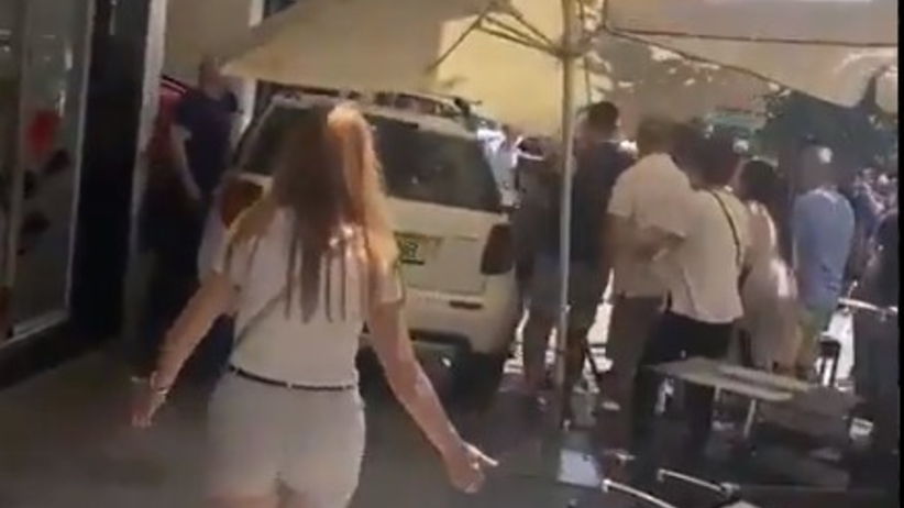 Hiszpania. Wjechał samochodem w ogródki. Ranił 11 osób