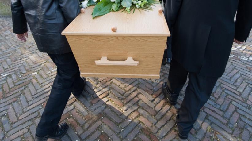 Lekarze stwierdzili zgon. 20-latek obudził się na własnym pogrzebie