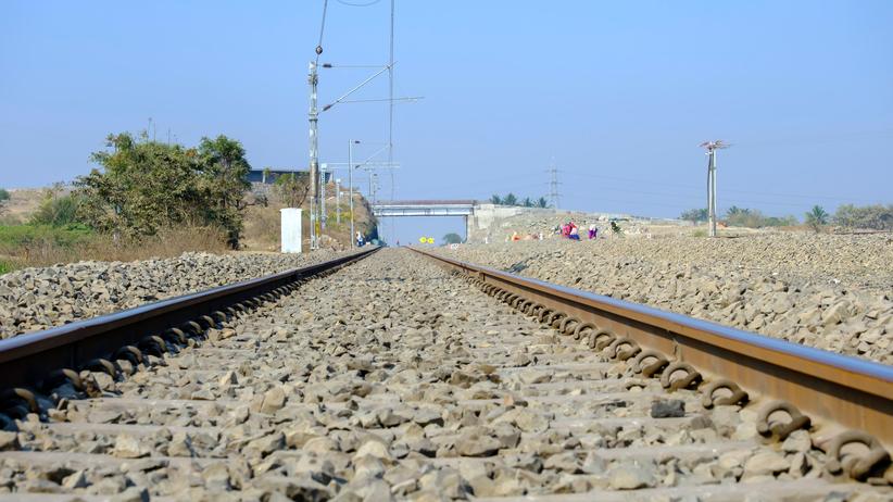 Indie. Pociąg wjechał w robotników. Nie żyje 16 osób