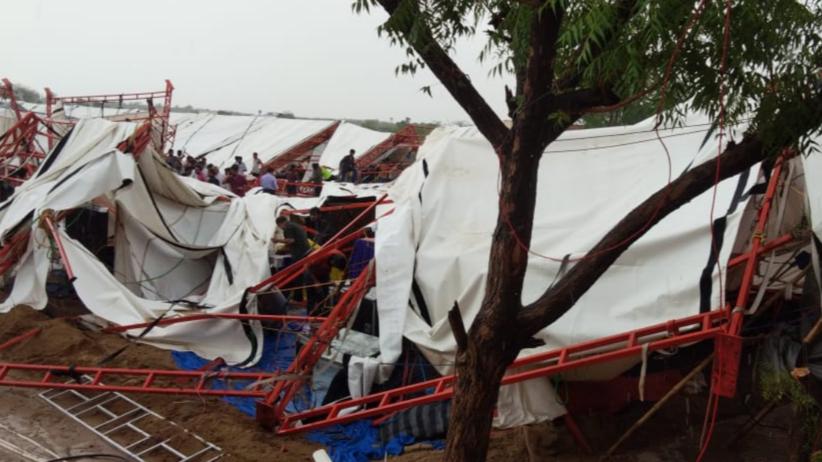 Indie: Silny wiatr powalił namiot. Nie żyje 14 osób