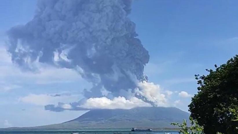 Erupcja wulkanu Ili Lewotolok