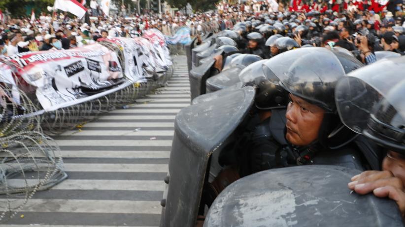 Krwawe zamieszki po wyborach. Nie żyje kilka osób, 200 zostało rannych
