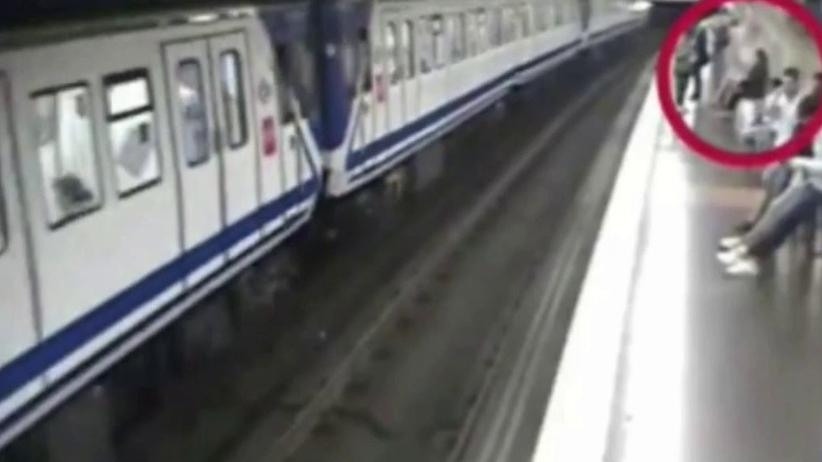 Kobieta weszła pod pociąg