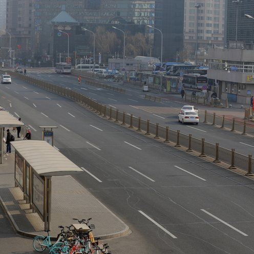 Wyludnione miasta, puste półki w sklepach. Zdjęcia z Chin szokują