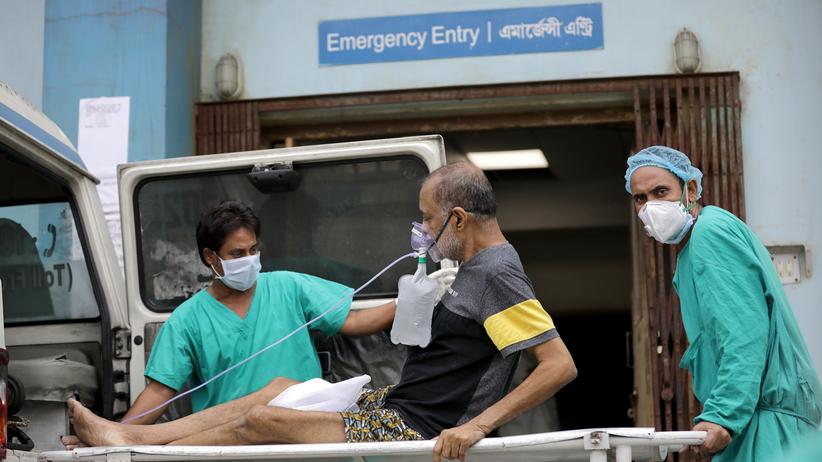 Koronawirus w Indiach. Rekord zakażeń, nowe obostrzenia