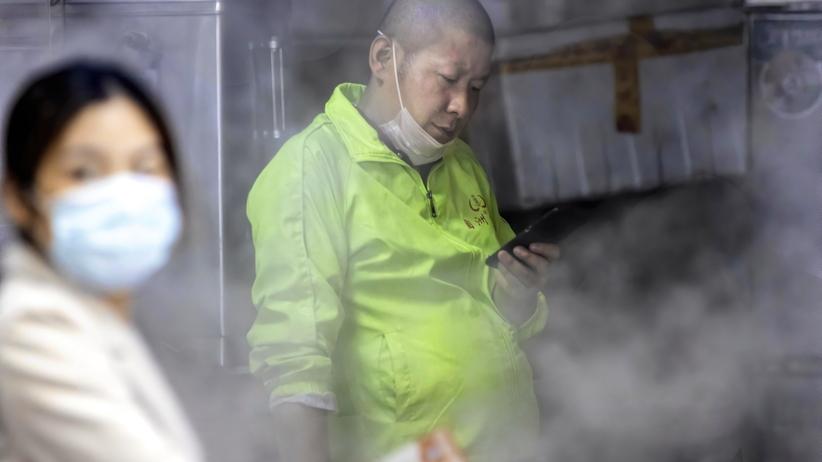 Koronawirus. Pacjent zero z Wuhan to sprzedawczyni krewetek?