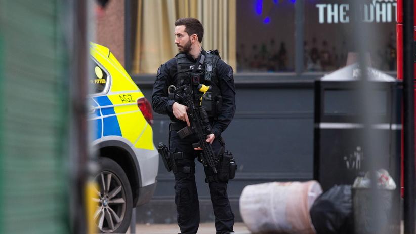 Londyn. Strzelanina i atak nożownika. Jedna osoba nie żyje, kilka jest rannych