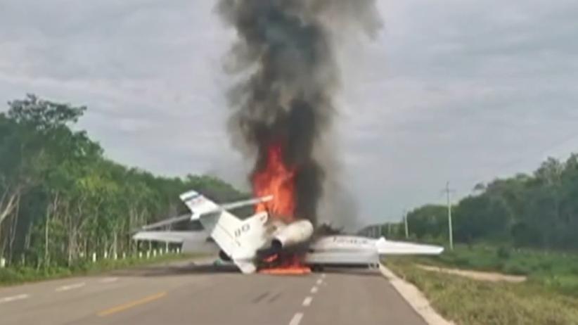Meksyk. Samolot wypełniony narkotykami rozbił się na drodze [WIDEO]