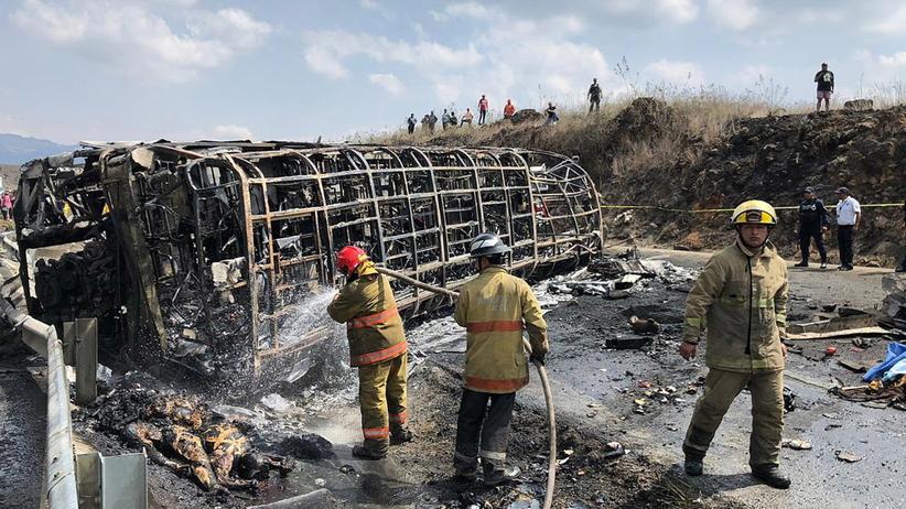 Kilkanaście osób spłonęło żywcem w autokarze. Nie żyje ponad 20