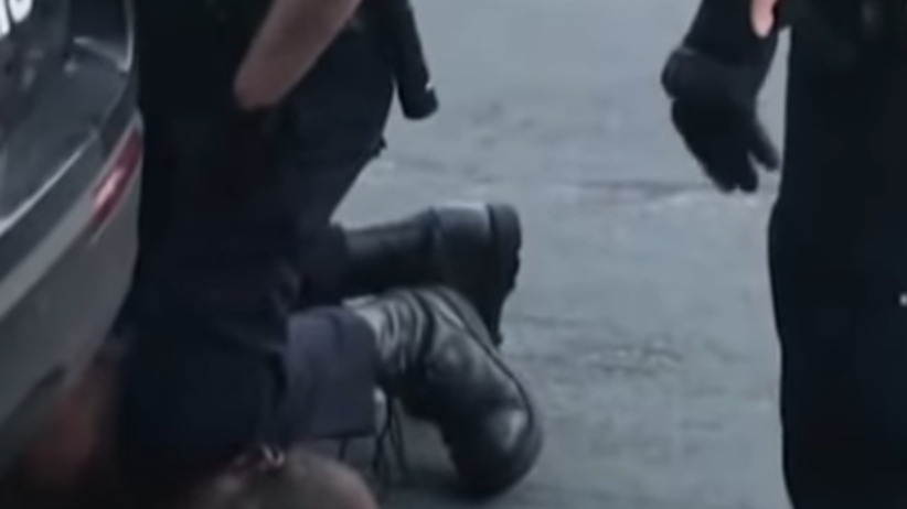 """Policjant udusił człowieka na oczach świadków. """"Proszę, nie mogę oddychać"""""""