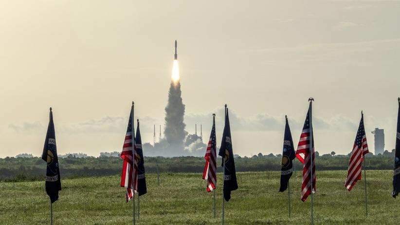 NASA Perseverance wystartował. Podróż na Marsa potrwa 7 miesięcy