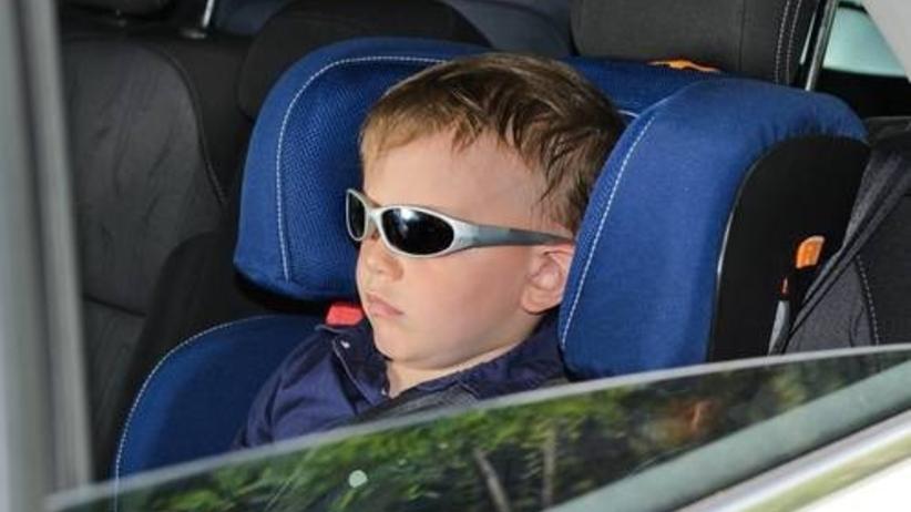 Dziecko prowadzi auto