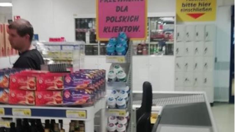 Osobne kasy dla Polaków w sklepie. Ambasada reaguje, firma się tłumaczy