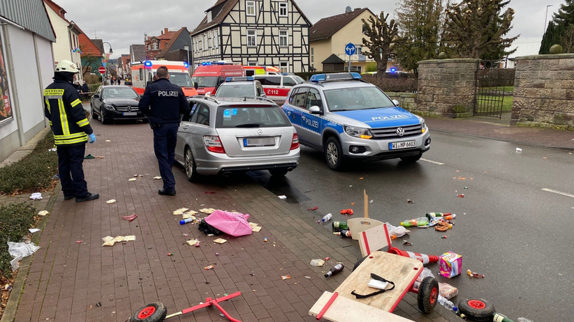 Niemcy. Samochód staranował tłum na paradzie w Volkmarsen. Wśród poszkodowanych są dzieci - Wiadomości