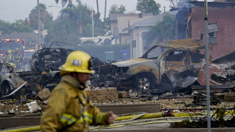 Niewielki samolot spadł na domy mieszkalne w Santee. Nie żyją co najmniej dwie osoby