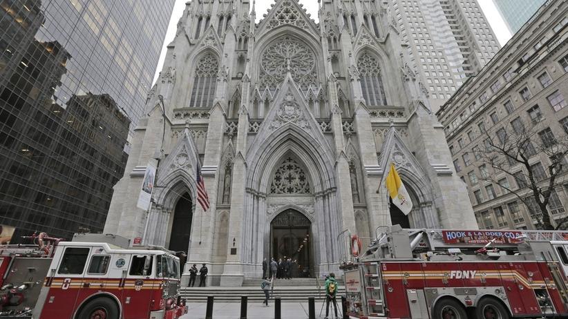 Nowy Jork. Wszedł do katedry z benzyną