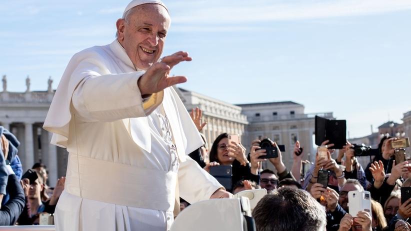 Ojcze nasz: nowa wersja. Kiedy papież Franciszek wprowadzi zmieniony tekst modlitwy?