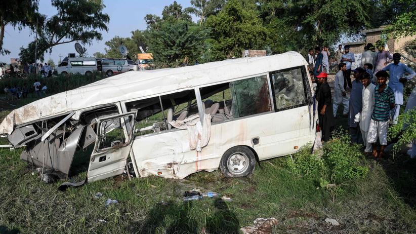 Pociąg zmiażdżył busa przewożącego pielgrzymów. 20 osób nie żyje