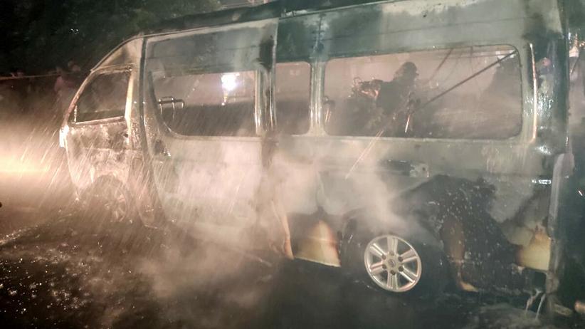 Pożar minibusa po zderzeniu z ciężarówką. Zginęło 10 osób, wielu rannych