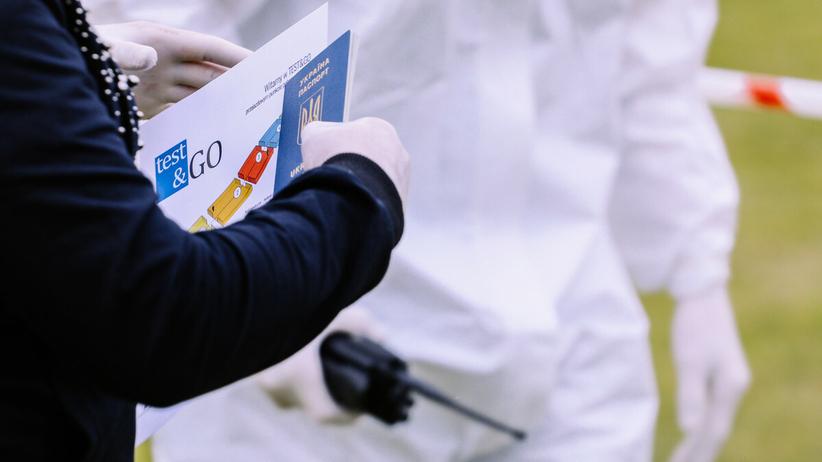 Paszporty covidowe będą obowiązywać w całej Europie? Parlament przyjął rezolucję