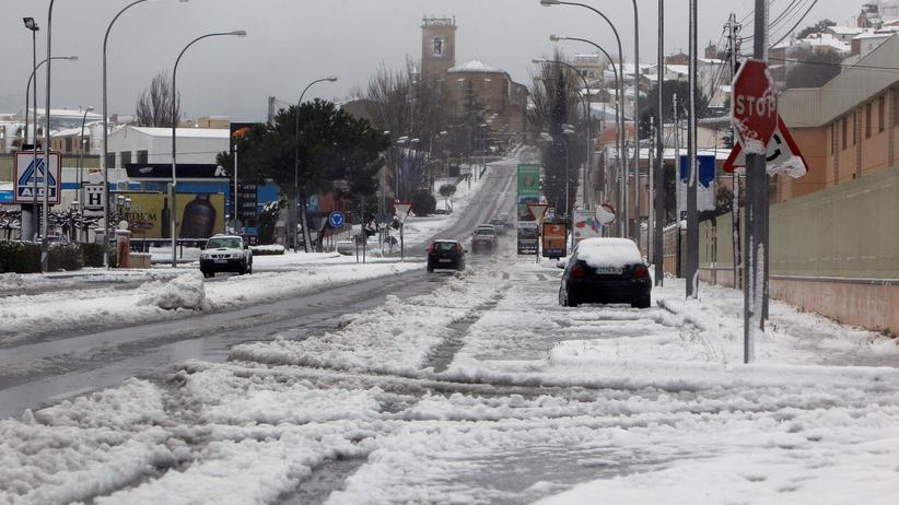 Pogoda. Śnieżyce i rekordowe fale w Hiszpanii. Sztorm Gloria pustoszy zachód Europy