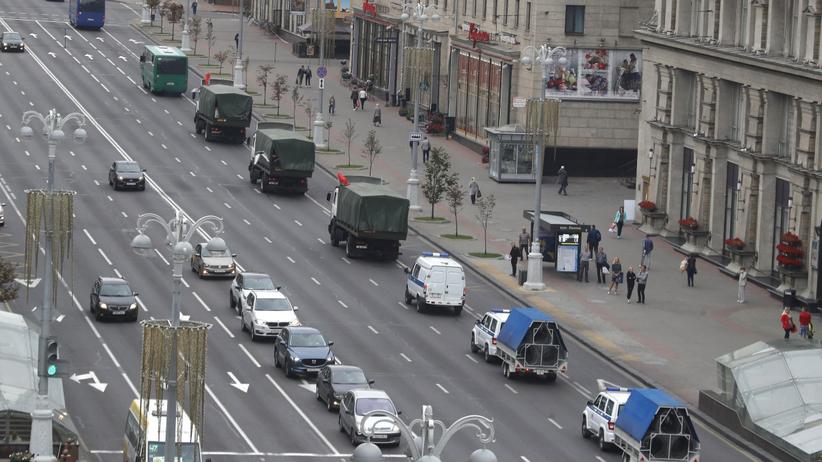 Białoruś. Relacja z protestu w Mińsku. Uzbrojony Łukaszenka przyleciał do siedziby