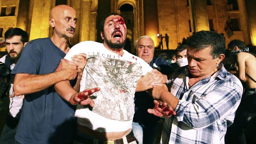 Szturm na parlament. Krwawe zamieszki w stolicy Gruzji