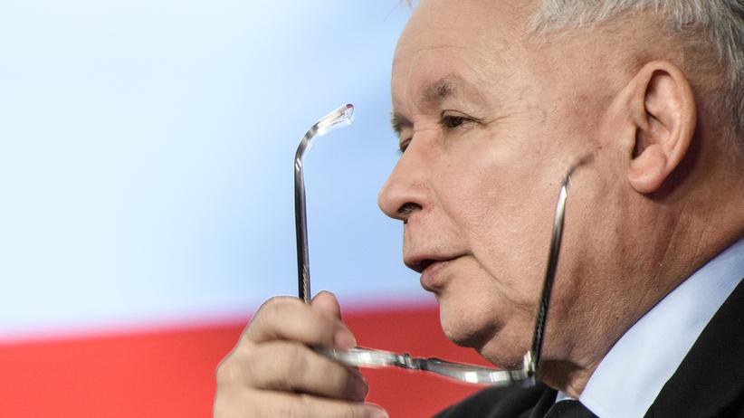 Kaczyński walczy o fotel szefowej komisji w PE dla Szydło czy Rafalskiej?