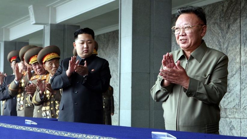 W Rosji odsłonięto tablicę upamiętniającą... Kim Dzong Ila