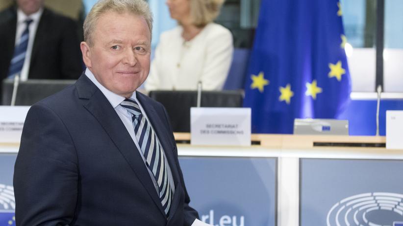 """Wojciechowski kolejny raz stanie przed unijną komisją. """"Jego szanse maleją"""""""