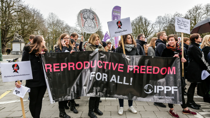 PE przyjął rezolucję o dostępie do aborcji