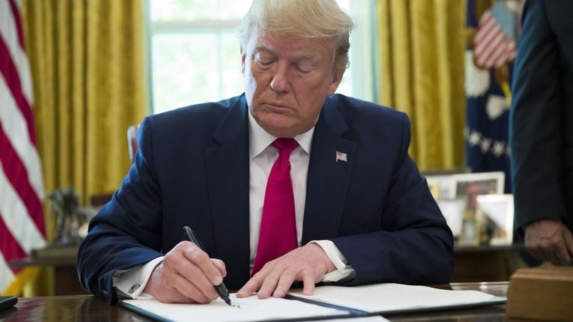 Trump ogłasza nowe sankcje przeciw Iranowi. - Będziemy zwiększać presję