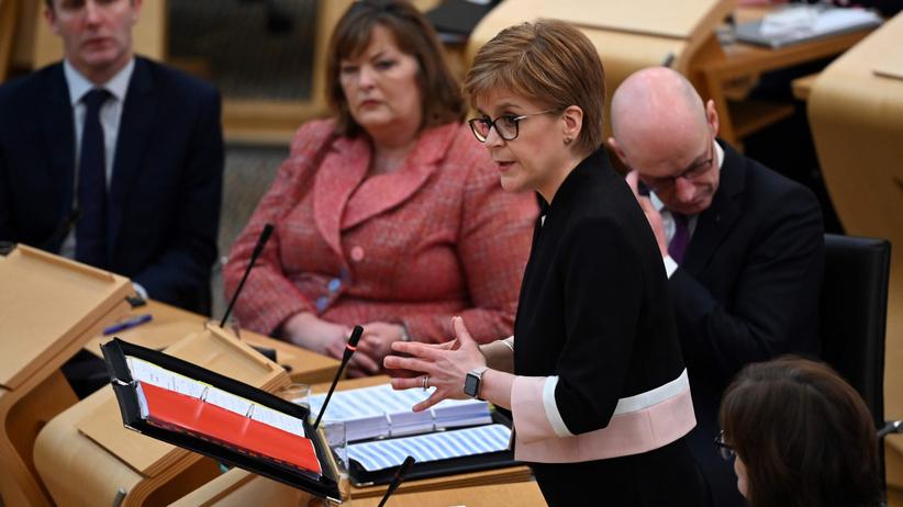 Minister finansów Szkocji pisał sms-y do 16-latka. ''Jesteś naprawdę ładny''