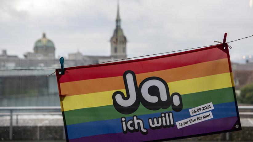 Szwajcarzy poparli w referendum małżeństwa jednopłciowe