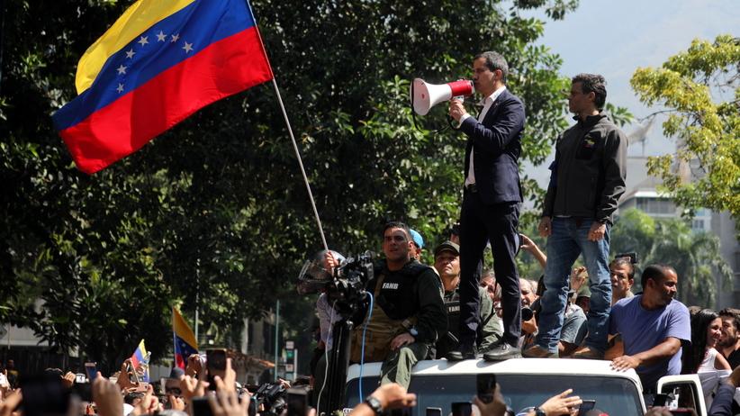 Wenezuela. Opozycja prowadzi rozmowy z rządem. Wojsko po stronie Maduro